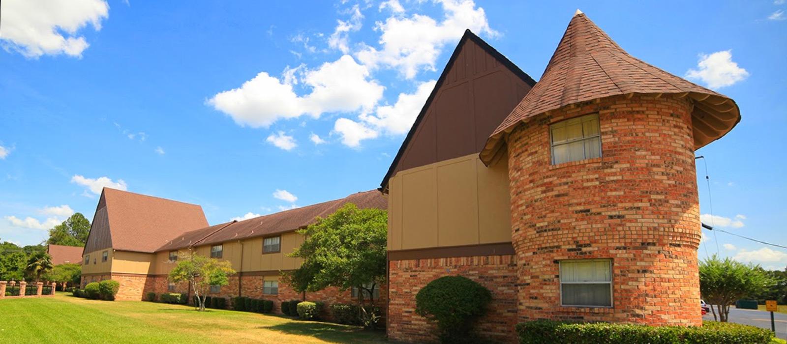 Castlewood Apartments slide